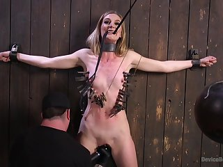 Sex machine and strong cum are the favorite things of Mona Wales
