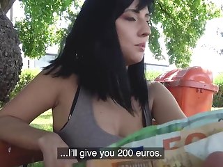 Amateur Sherry Vine takes money to pleasure a stranger in outdoors