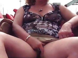 Miss Flashing59 se masturbe en terrasse