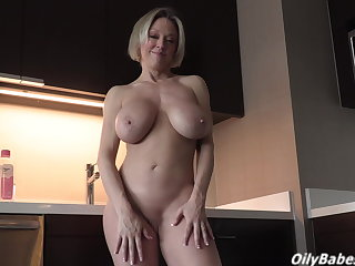 Jerk it for the sexy Goldie Blaire