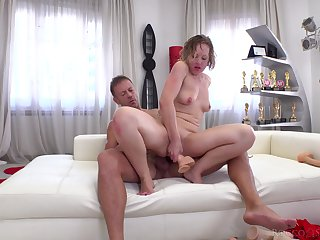 Wild anal gape for Valentina R. during a hardcore encounter